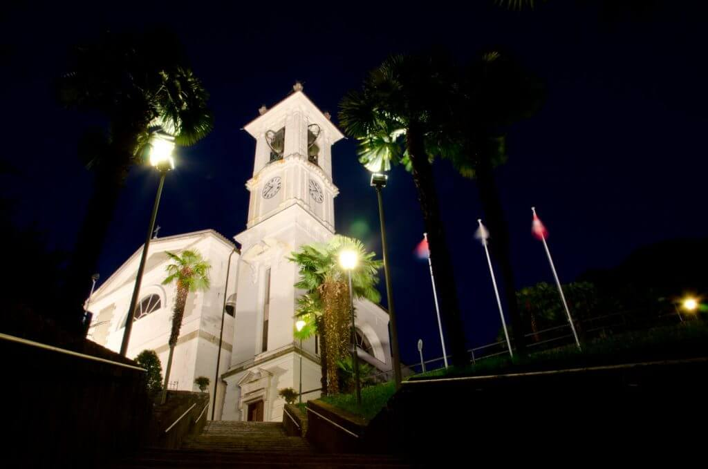 Kirche von Magadino, Langzeitbelichtung, Spiegelvorauslösung