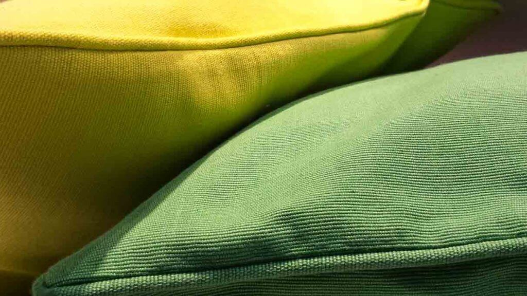 Kissen im Schaufenster - Camera FV5 App