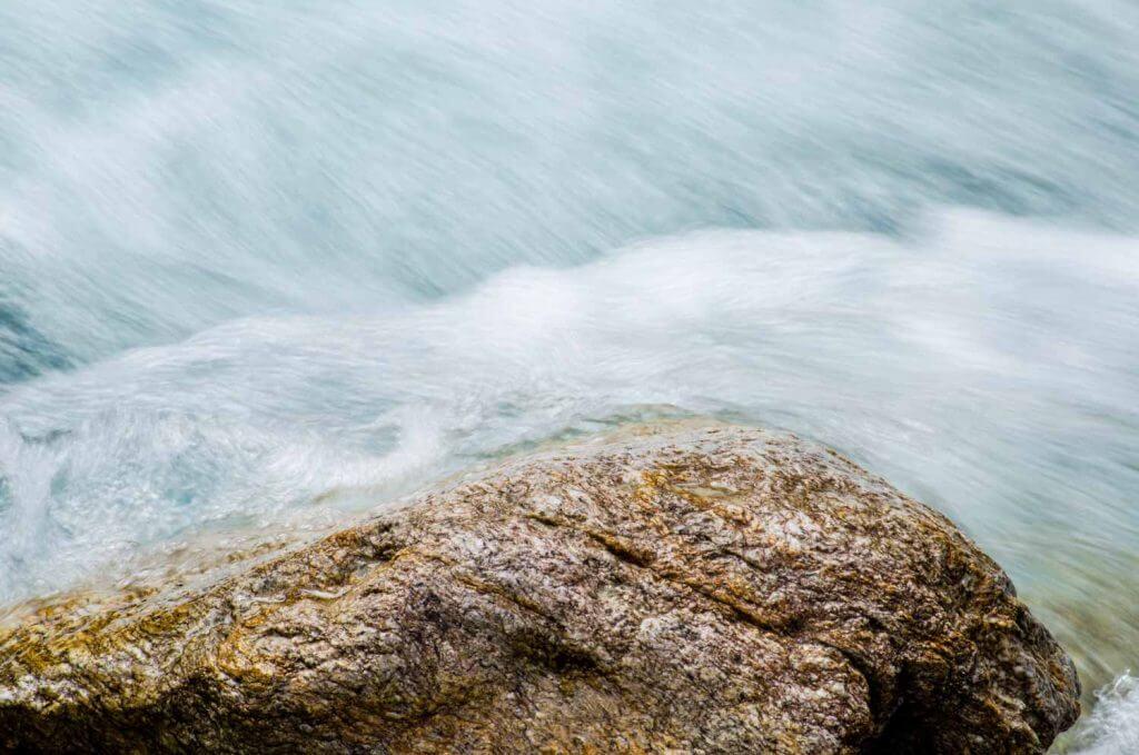 Langzeitbelichtung am Wasser mit Teleobjektiv