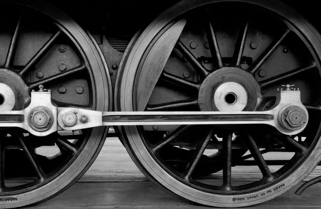 Lokomotivräder als Schwarzweissbild