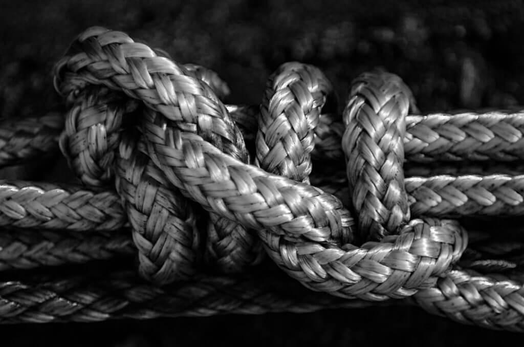 Schwarzweiss fotografieren - Knoten am Bootssteg