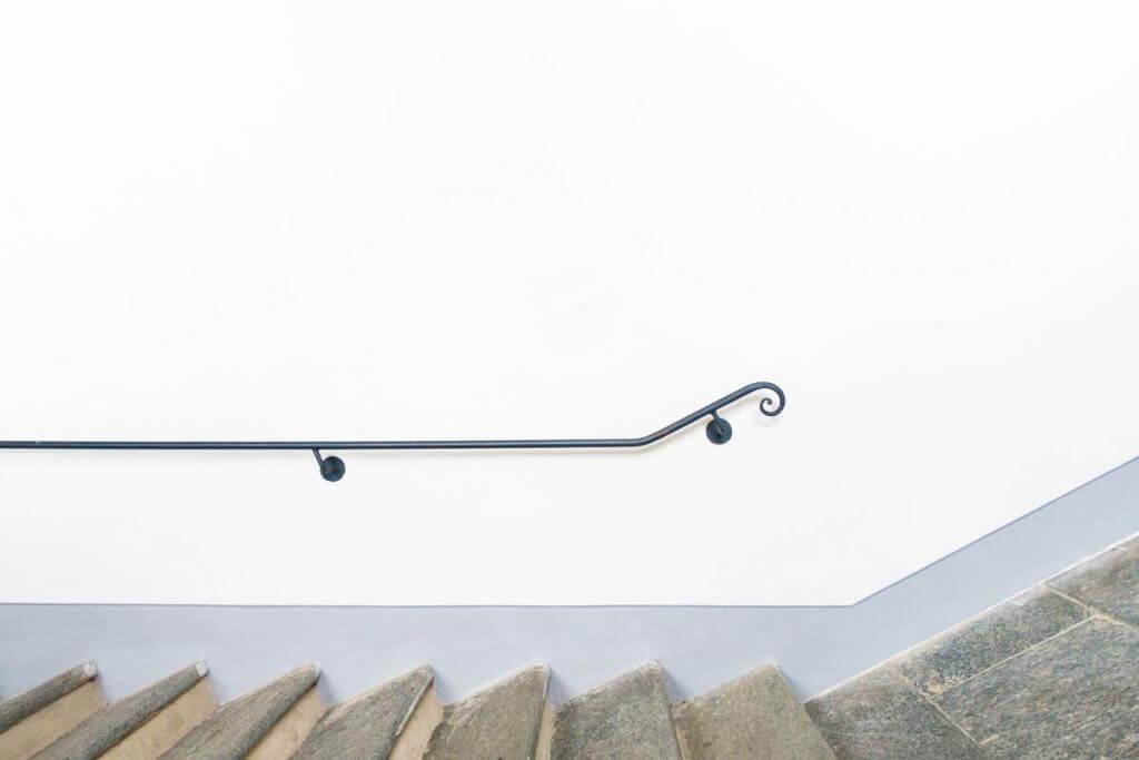 Treppe einmal anders - High-Key-Aufnahme