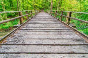 Holzbrücke über die Steinach