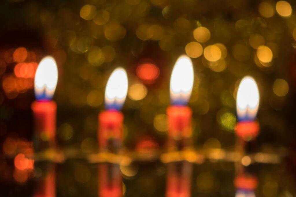 unscharfe Kerzenlichter - Weihnachtsmotive