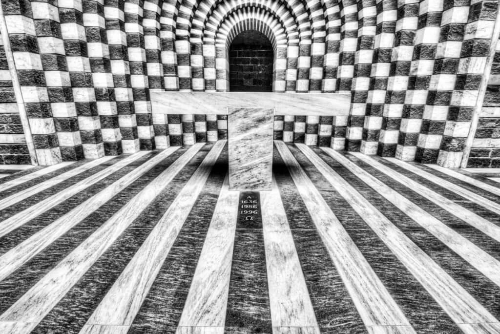 Symmetrie in der Kirche von Mogno