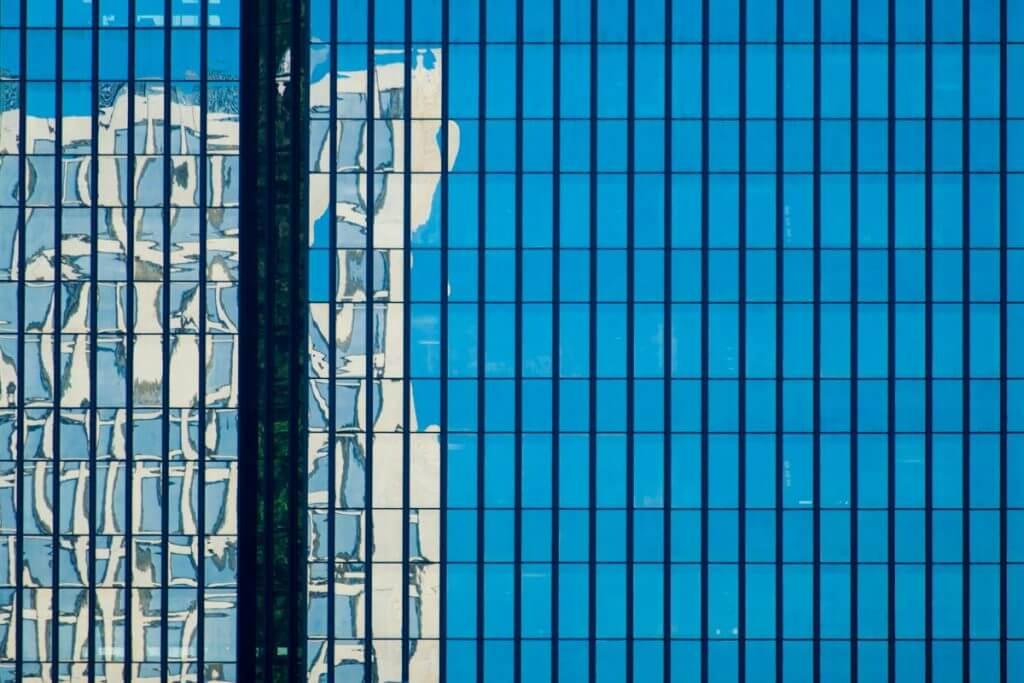 Fachhochschule spiegelt sich in Rathausfassade St. Gallen - Motivprogramme
