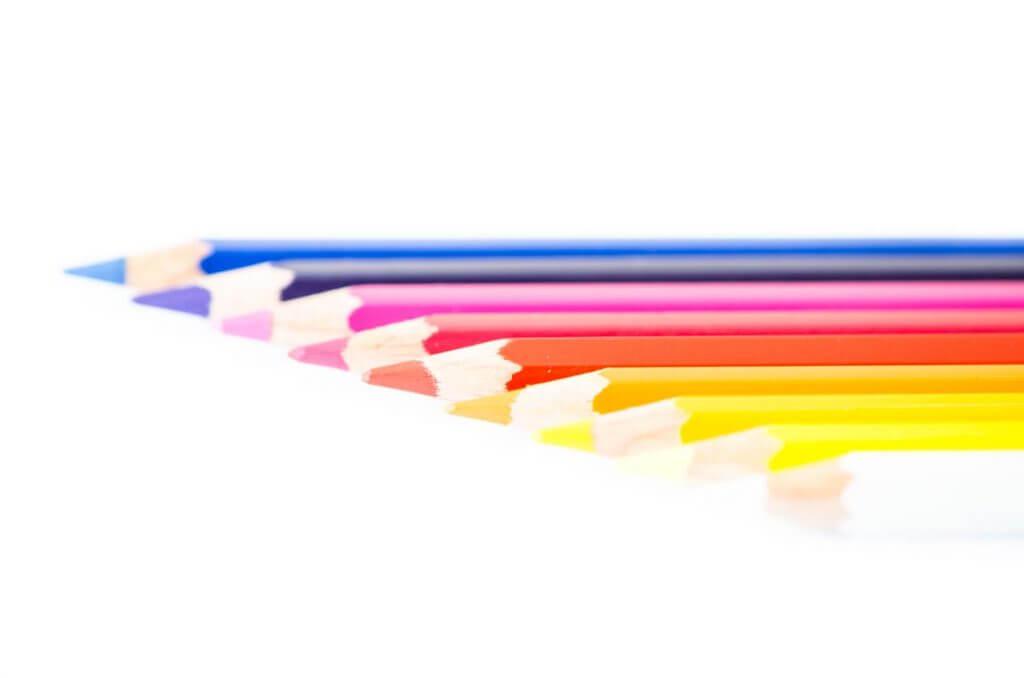 Farbstifte - Punkte werden zu einer Linie