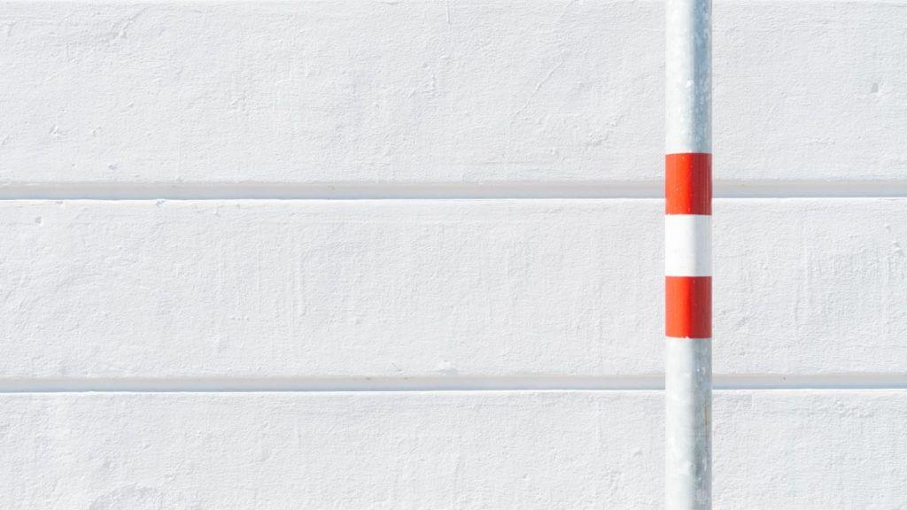 Stadtmotiv mit Linien und Farbtupfer - High-Key-Aufnahme