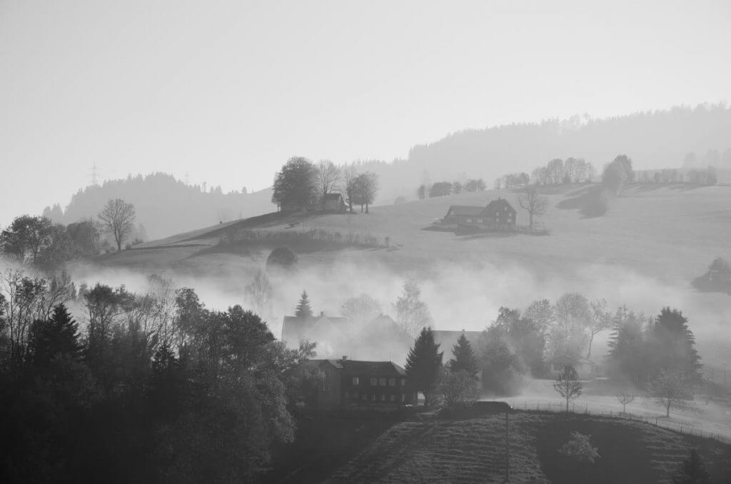 Nebel im Appenzellerland - Hügellinien
