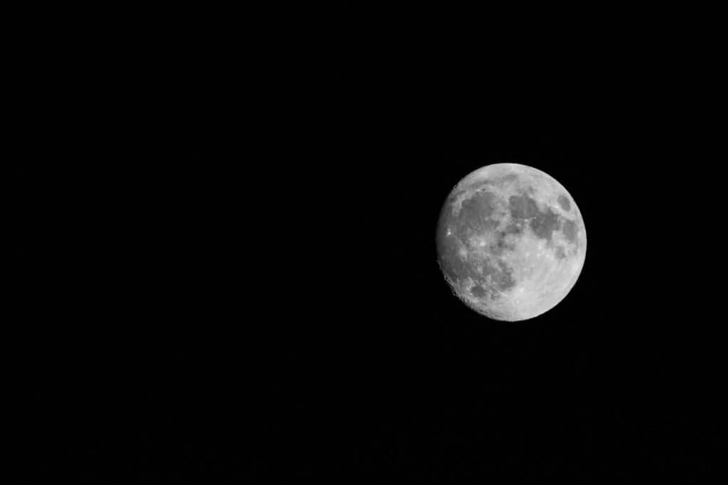 einen Tag vor Vollmond - Mond fotografieren