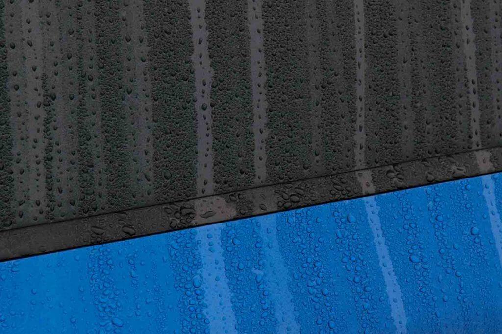 Regentropfen an Autotüre