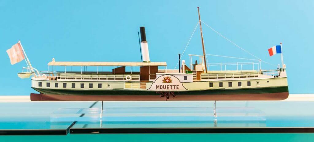 Modellschiff an Ausstellung