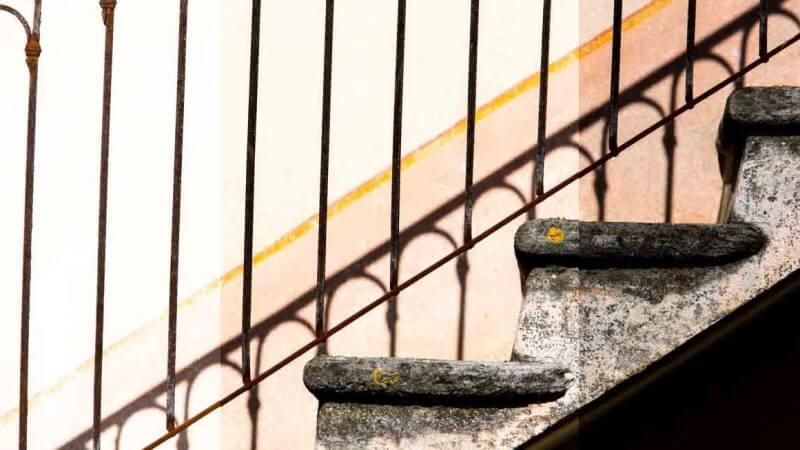 Treppe an Tessiner Haus korrekt belichtet Belichtungskorrektur