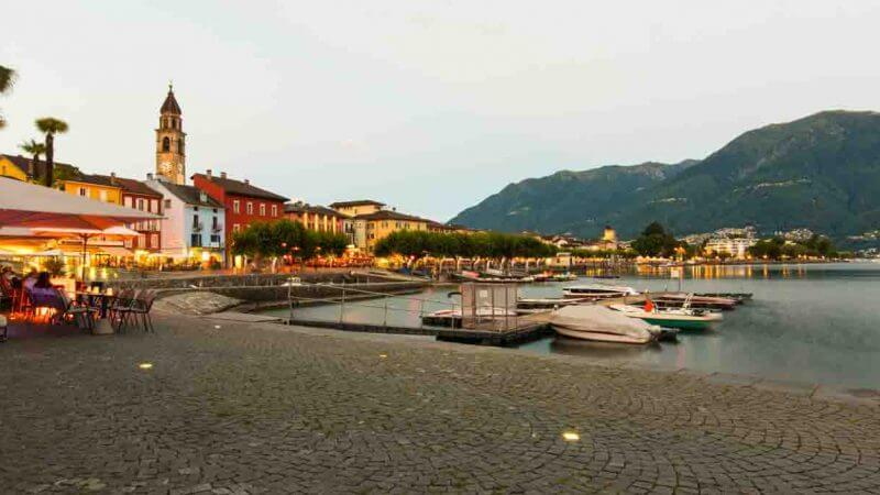 Seepromenade in Ascona zur blauen Stunde