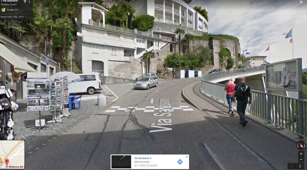 auf der Strasse vor der Funicolaire