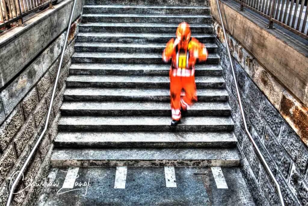 Streetfotografie Bahnarbeiter auf der Treppe Photomatix Pro
