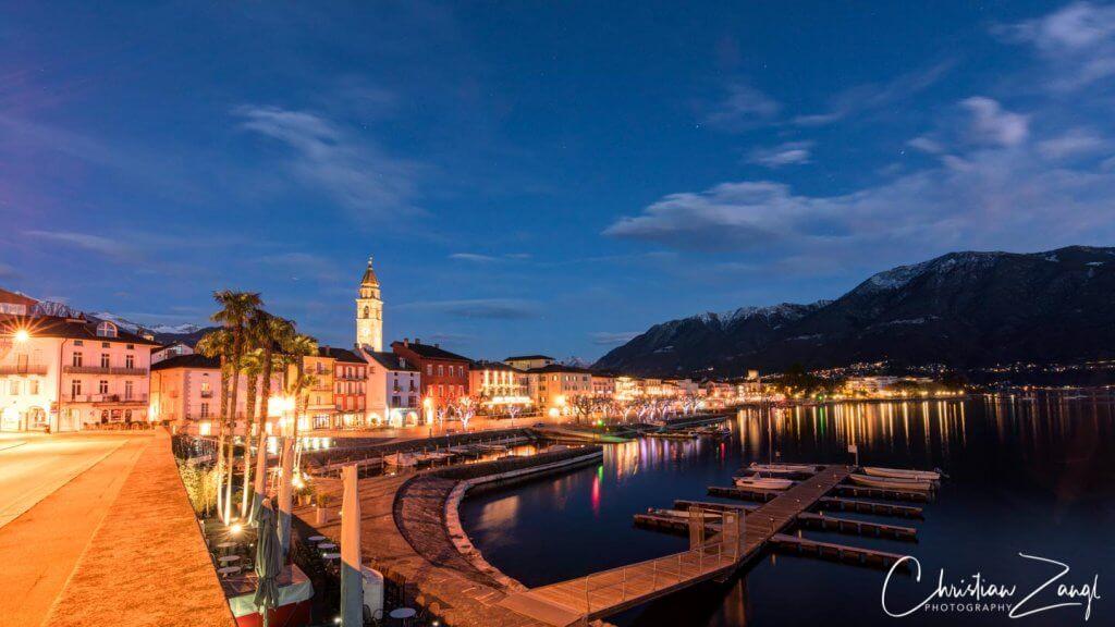 Ascona by night in der Blauen Stunde im Januar