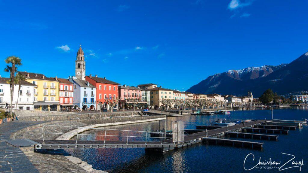 Ascona mit Seepromenade an Winternachmittag