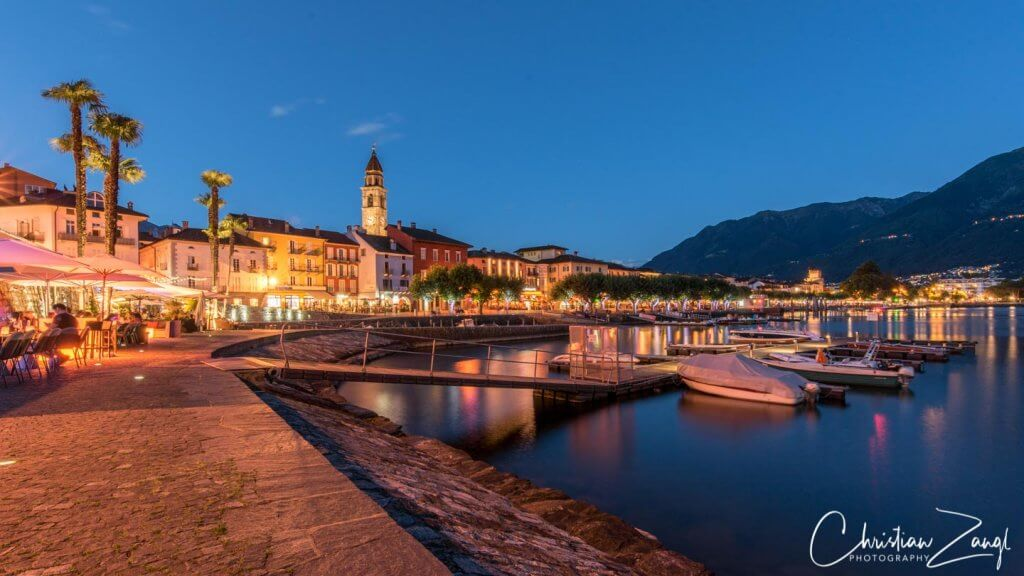 Ascona mit Seepromenade im Hochsommer