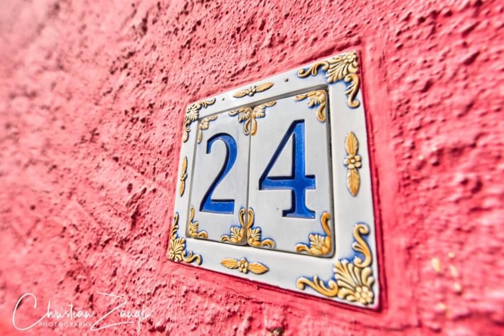 Farbenfrohe Hausfassaden im Borgo von Ascona