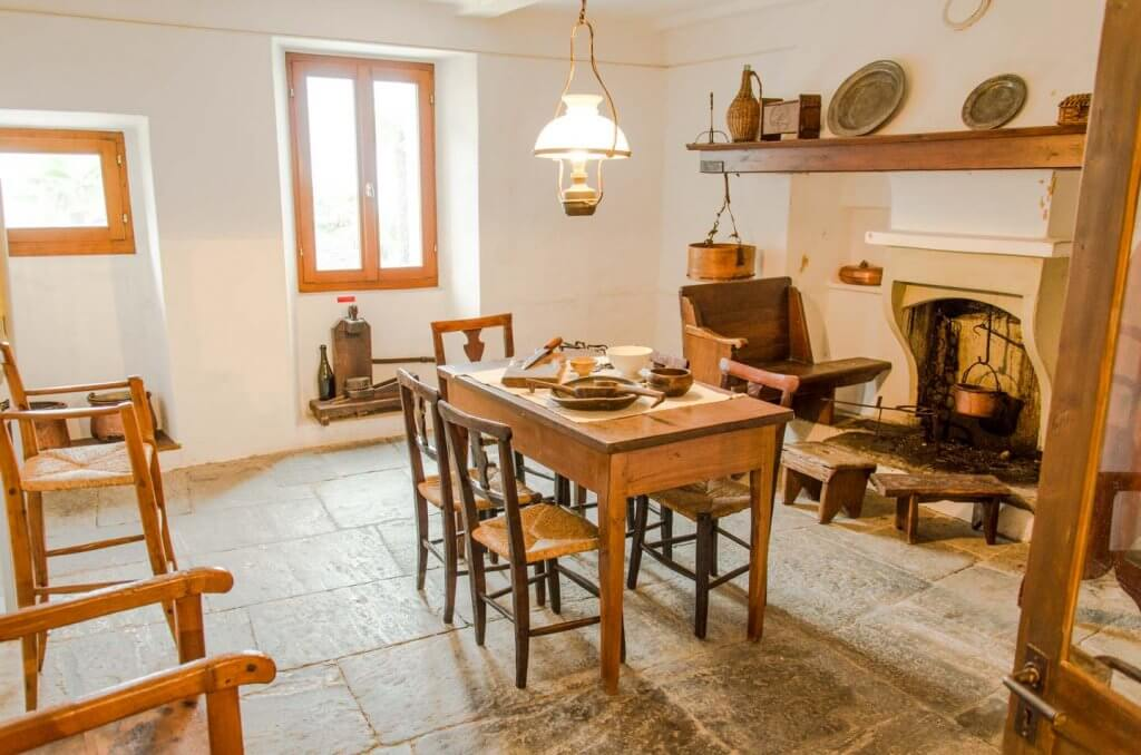 Innenaufnahmen Küche in Tessiner Haus