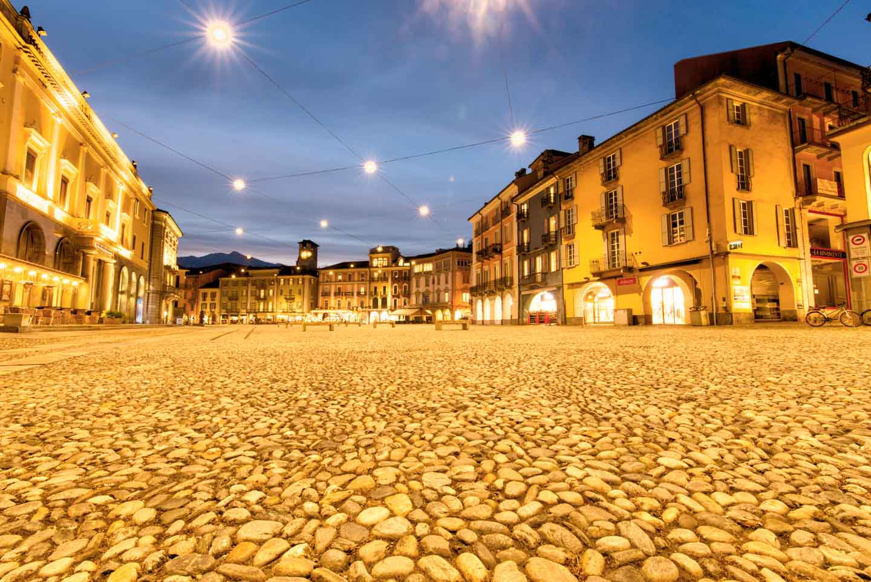 Sensorflecken entfernen mit GIMP - Piazza Grande Locarno