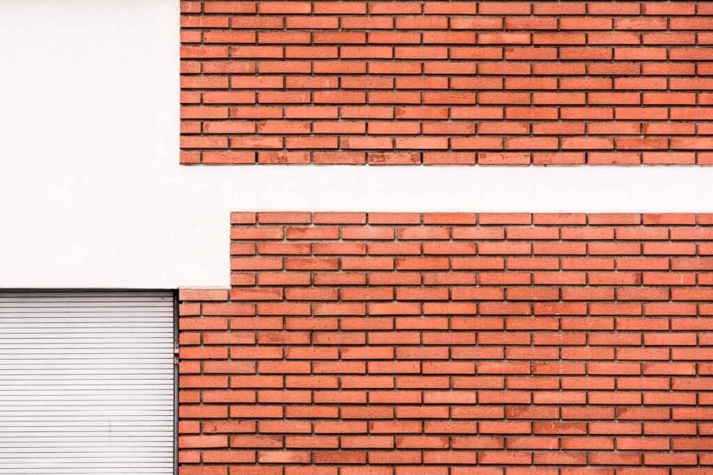 Abstrakte Architekturfotografie Backsteinfassade