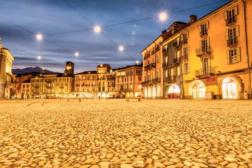 Blaue Stunde - Piazza Grande in Locarno