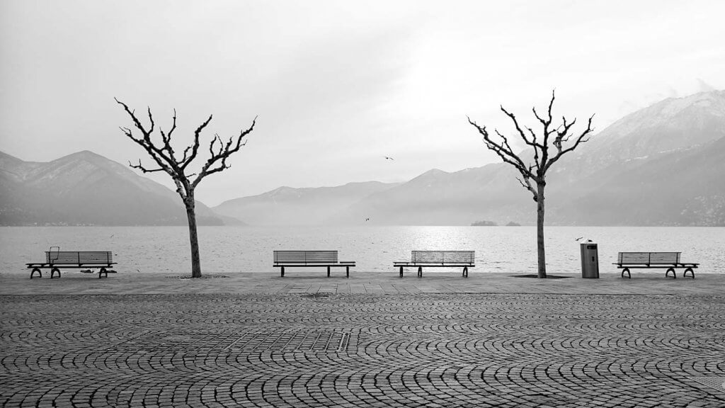 Bild in Adobe Photoshop zuschneiden - Ascona Seepromenade im Winter